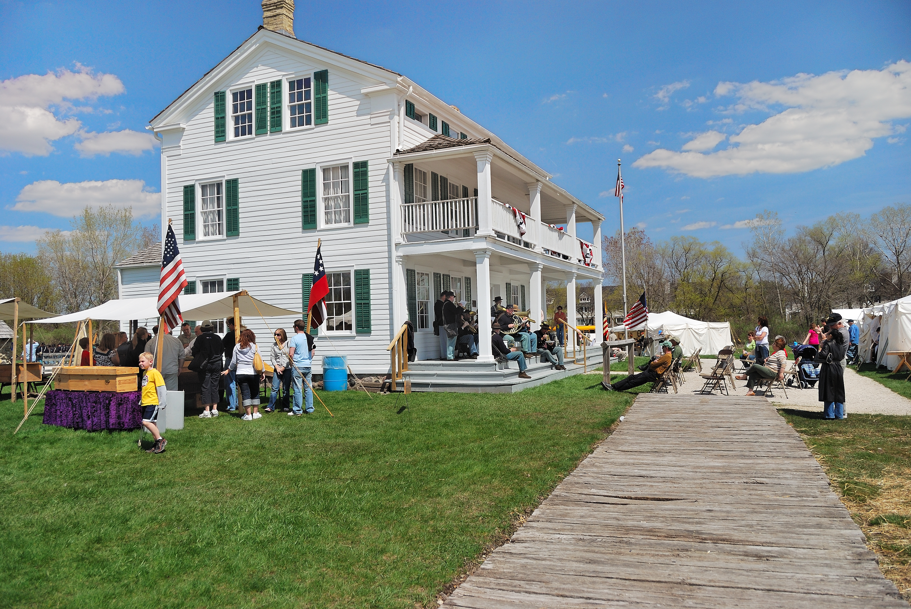 Elmbrook Historical Society in Elm Grove WI, Civil War Reinactment - Photo by Dave (CC BY-NC-ND 2.0)