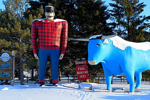 Paul Bunyan and Babe the Blue Ox statues in Bemidji, MN