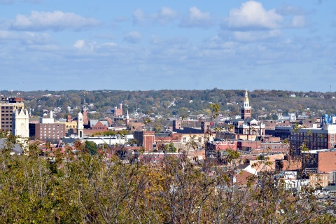 Dubuque IA overview Photo by Dirk (CC BY 2.0)